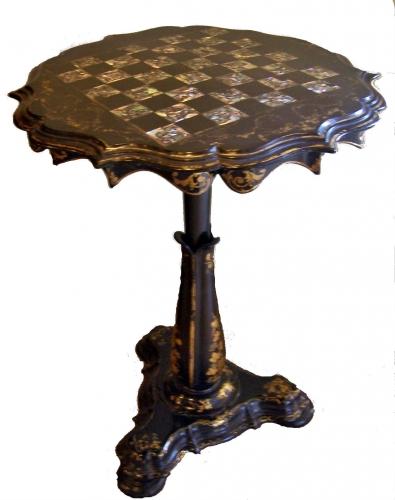 Mesa antigua pedestal de ajedrez