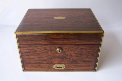 Antigua caja neceser de viaje inglésa