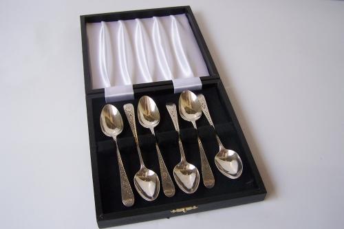 Cucharillas antiguas de plata con estuche