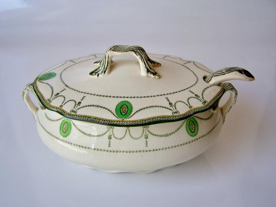 Royal Doulton serving tureen with ladle