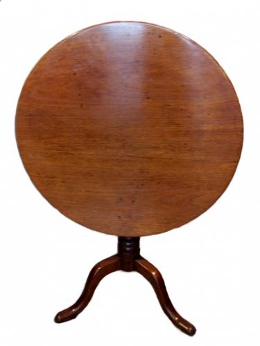 Antigua mesa de velador de caoba