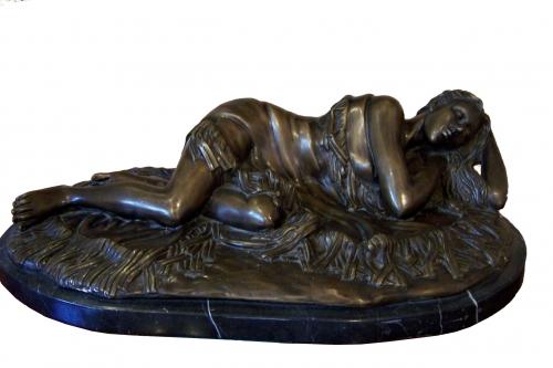 Escultura de bronce sobre base de marmol