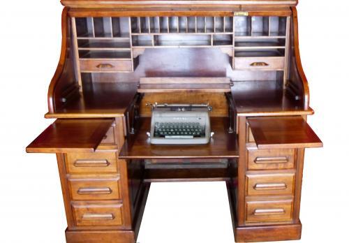 Antiguo escritorio metamórfico de nogal