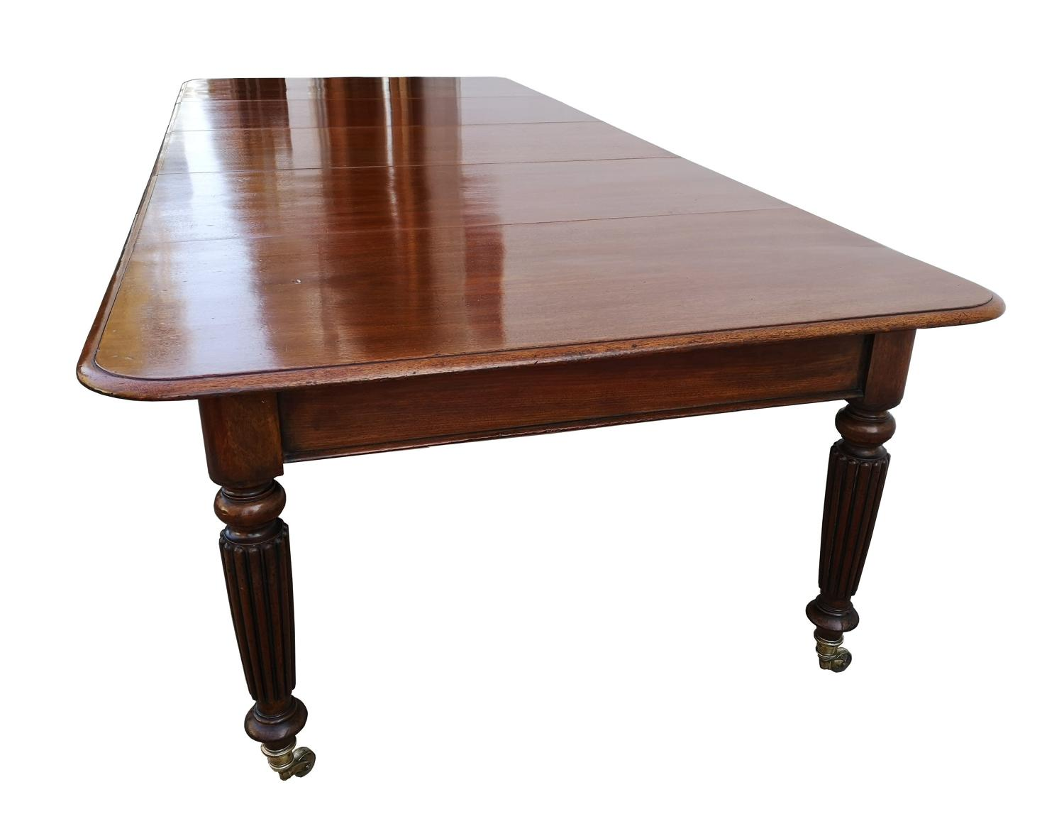 Victorian mahogany extending dining table