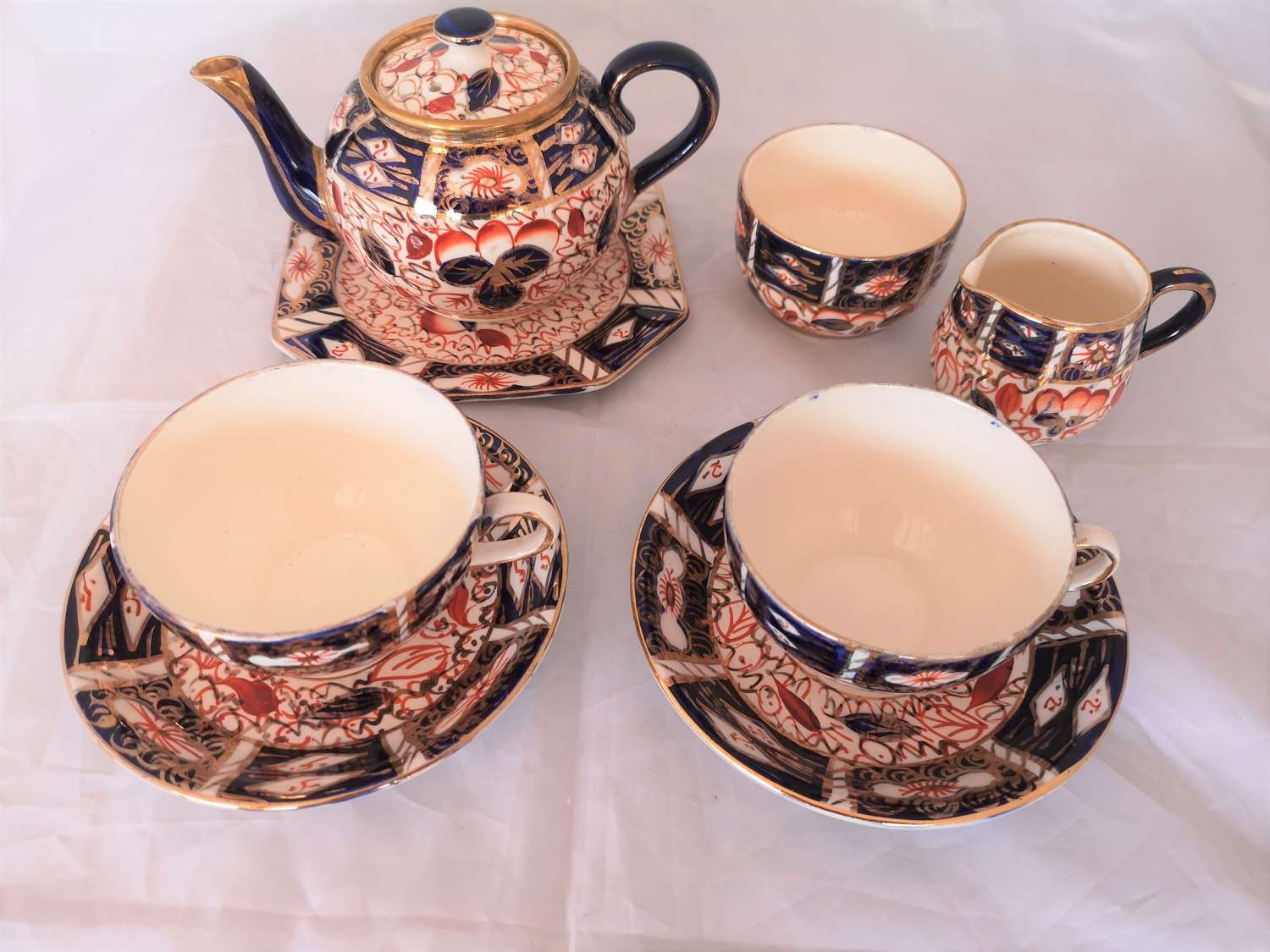 Arthur Woods Imari pattern teaset for two