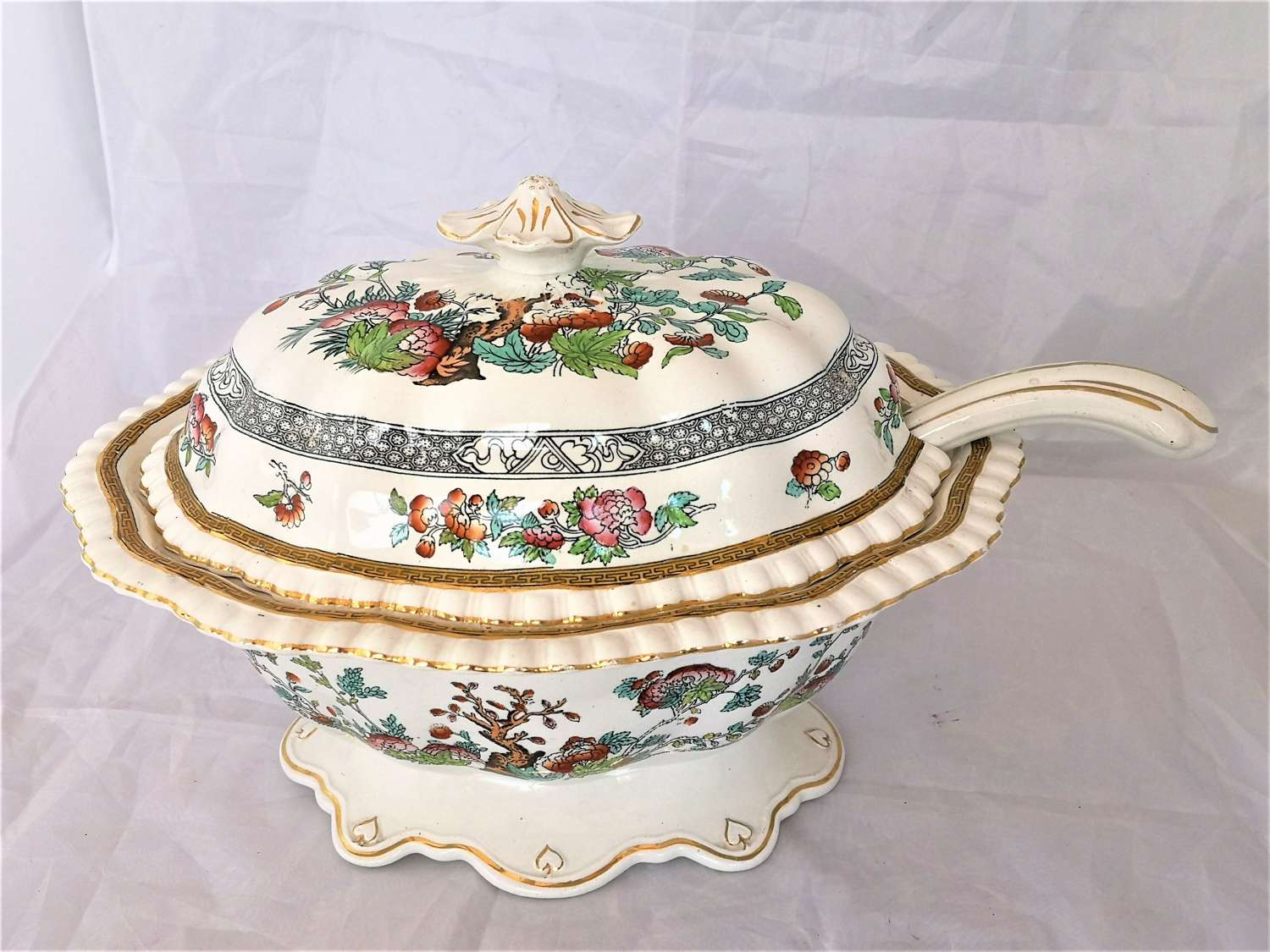 Large English 19th century soup tureen