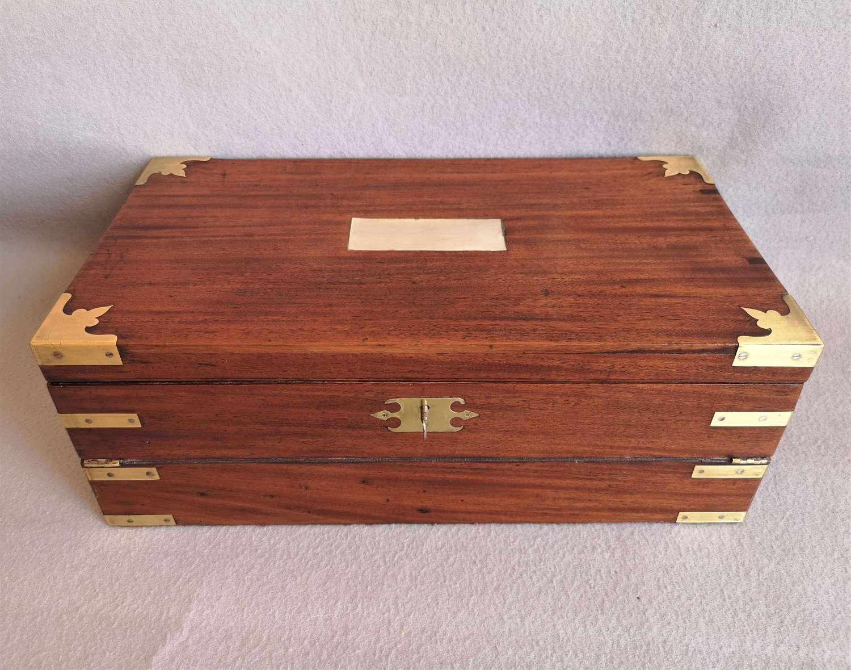 Antigua caja escritorio ingles de caoba siglo XIX con cajones secreto