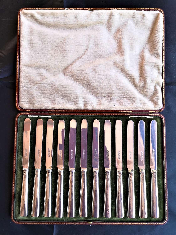Cased set of twelve silver knives, 1910