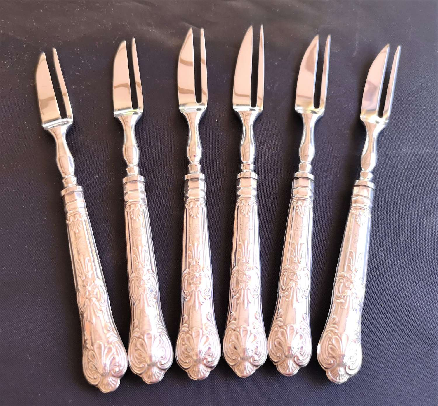 Cased set of solid silver cake forks c.1971