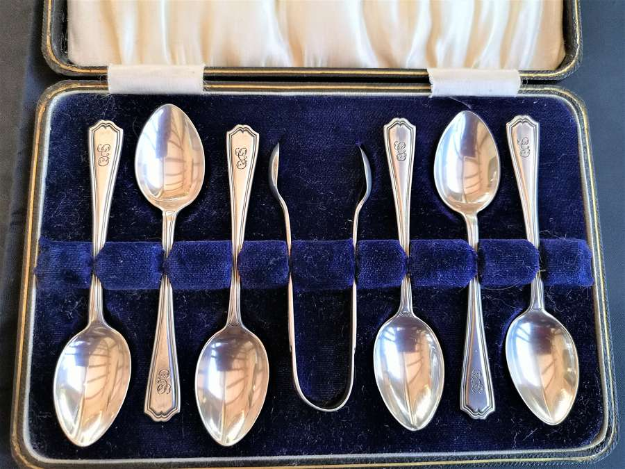 Cased set of six silver teaspoons and nips