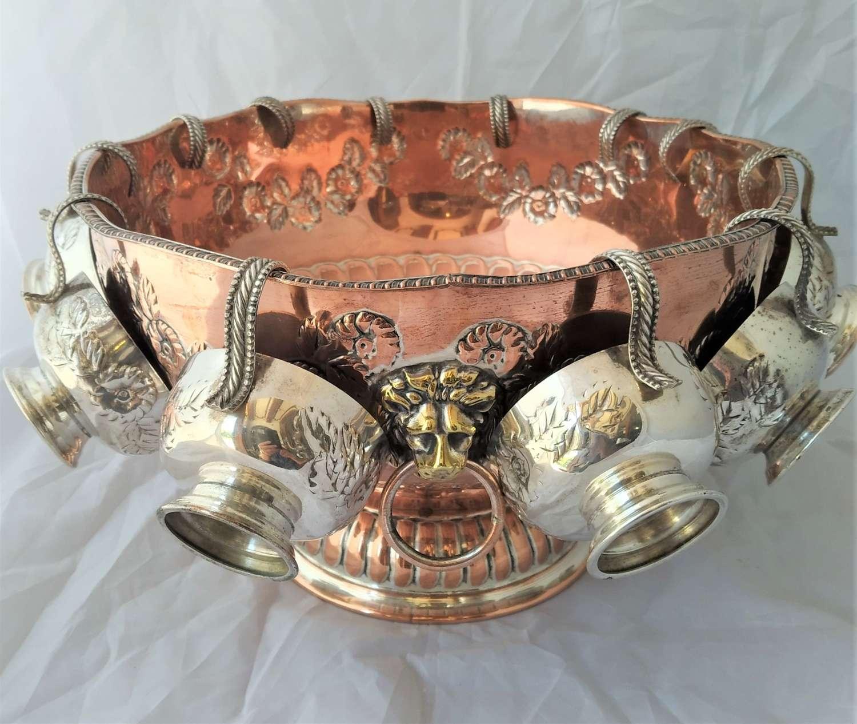 Ponchera antigua inglesa de baño de plata sobre cobre con 12 tazas