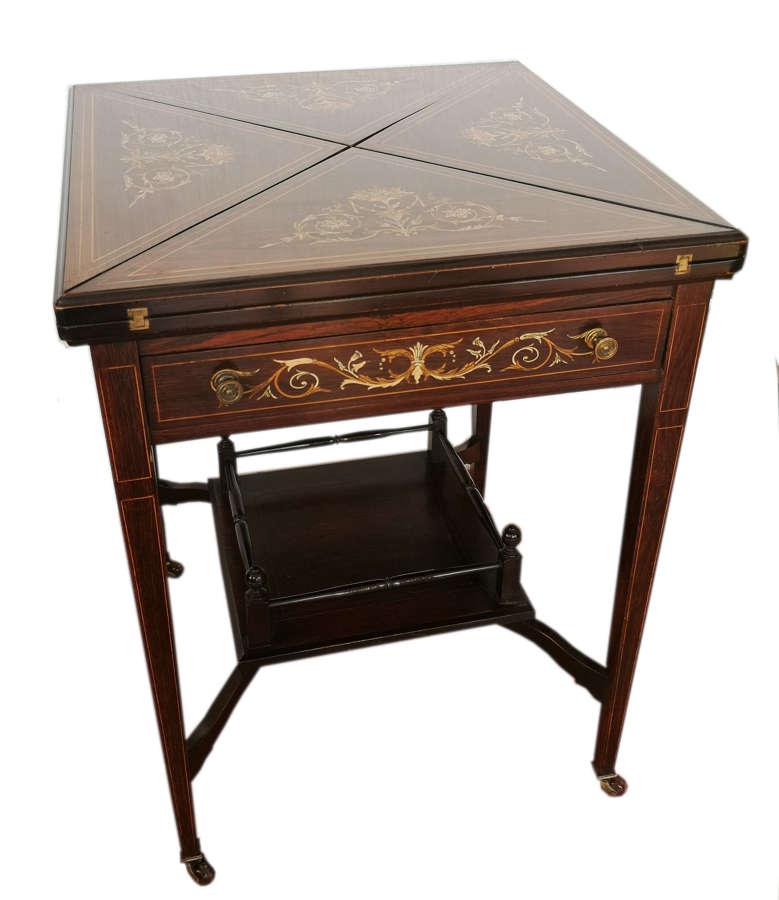 Antigua mesa de juegos plegable de palosanto