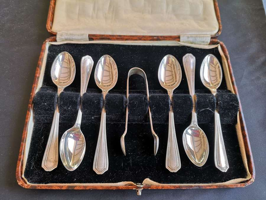 Cased set of silver teaspoons and tongs